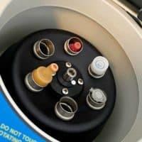 Nahaufnahme einer Zentrifuge im Behandlungsraum